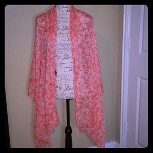 Beautiful light weighted scarf 😍